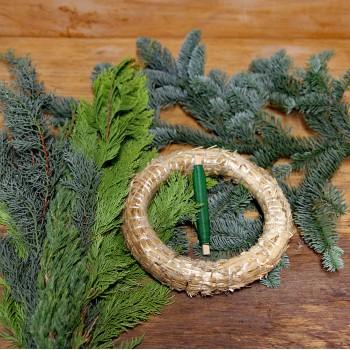DIY Adventkranz selber binden mit gemischten Grün