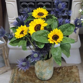 Strauß Sonnenblumen und Disteln