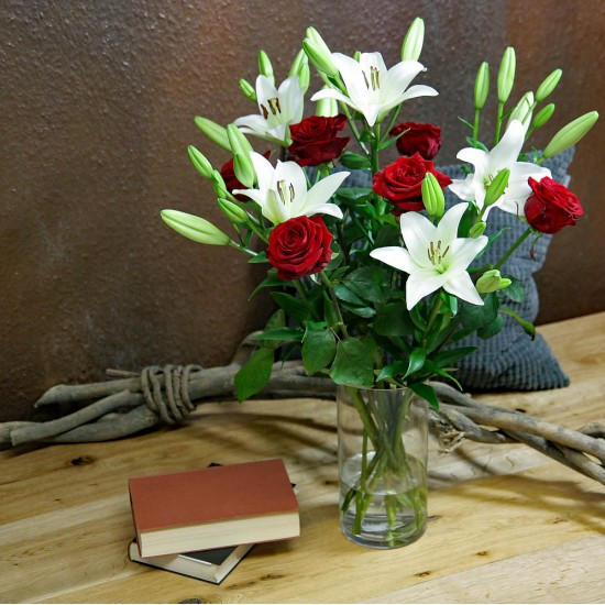 Red Roses & White Lilien