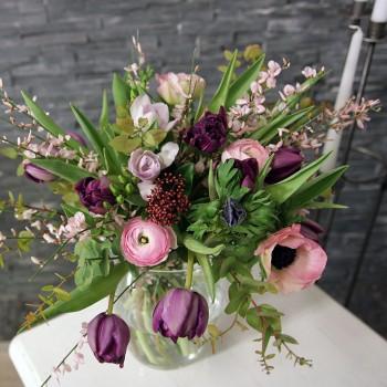 Frühlingsstrauß in rose-violett